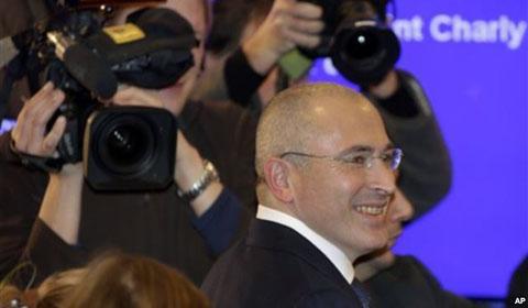Михаил Ходорковский прибыл на пресс-конференцию. Берлин. Германия. 22 декабря 2013 года