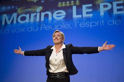 Марин Ле Пен умеет принимать помощь